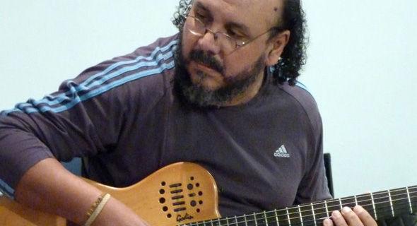 Música en la Esquina presentando a 'Cacho Nuñez' en la Sala del Sol del CCU